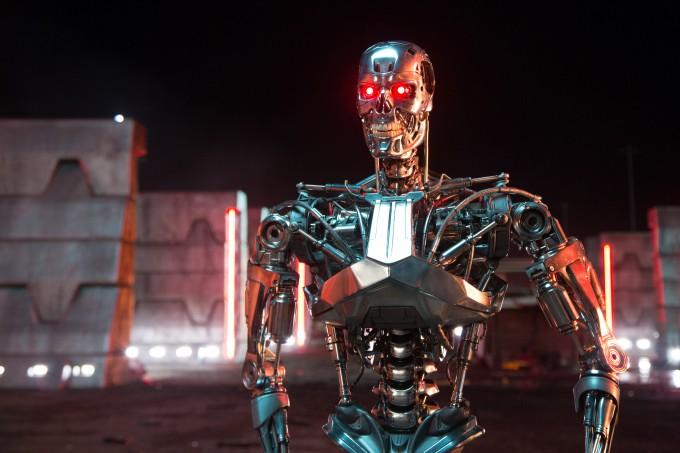 영화 '터미네이터: 제니시스'에 등장하는 터미네이터 T-3000. 인간보다 뛰어난 초지능을 보유하고 인간을 위협한다.  - 롯데엔터테인먼트 제공